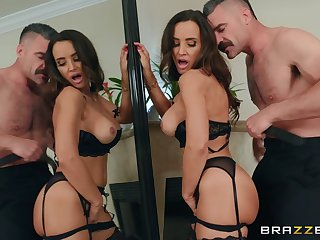 Lisa Ann gets fucked by strong friend's penis while she screams
