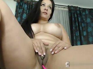 cute milf masturbates