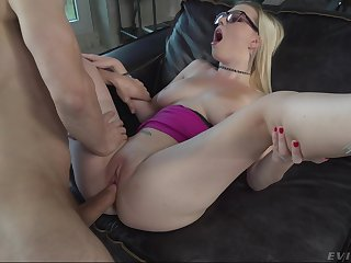 Teen babe lands powerful cock in both pussy and ass