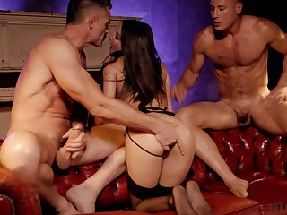 Great threesome this nourishment wife manages