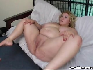 Fat comme ci bimbo Kacey Parker moans while possessions sporadic out of order