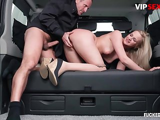Chauffeur chafes milf client's pussy w hard bushwa