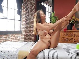 Mofos: MILF's Massage Misadventure to Alexis Fawx on PornHD