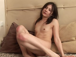 Closeup video of skinny Russian babe Olga pinpointing her hairy cunt