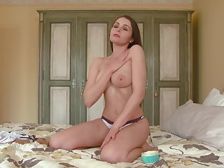 The man beauty stretches pussy in seductive home solo